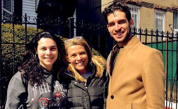 Image of Caption: Gigi with her mother and brother