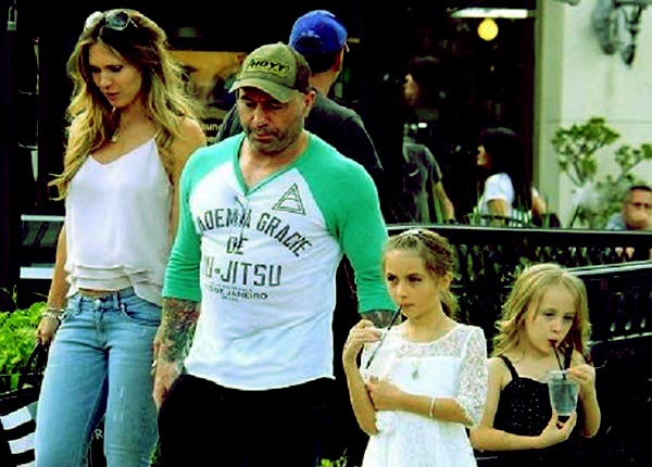 Image of Caption: Jessica Ditzel and Joe Rogan's having a great time with their daughters