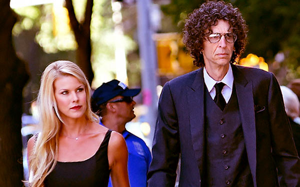 Image of Howard Stern married to Beth Ostrosky in 2008