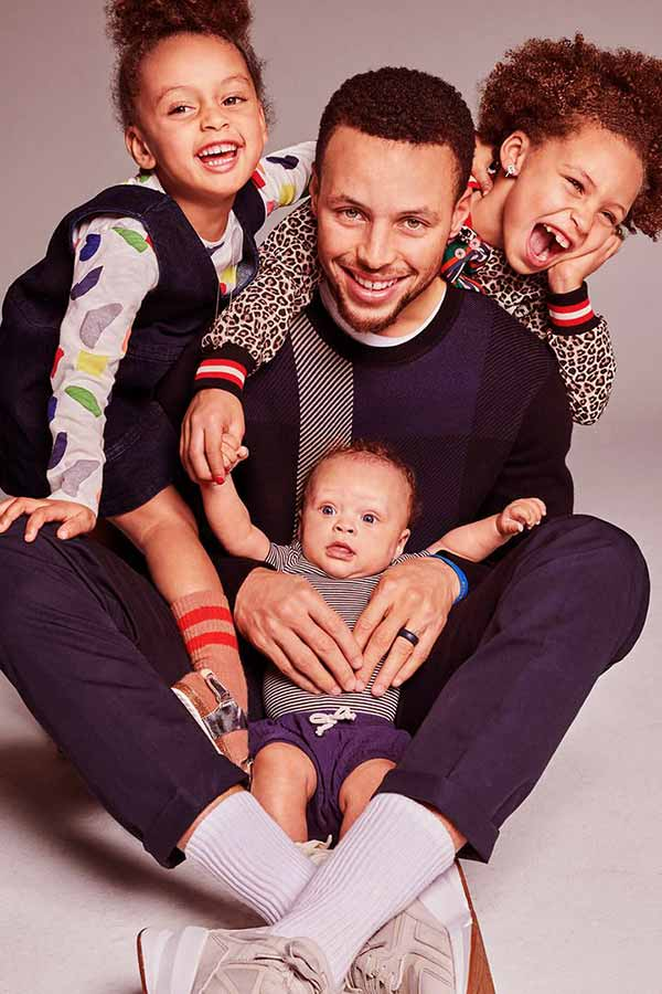 Image of Stephen Curry's two daughters and a son