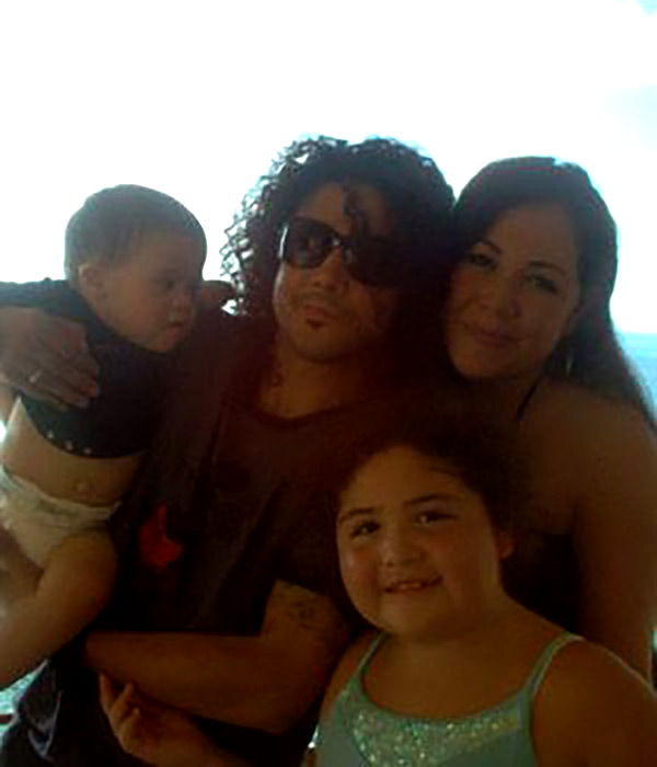 Image of Picture of Chris Perez with his Kids and wife, Venessa