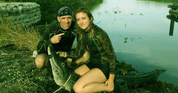 Image of Paul Bedard with girlfriend Carol Bravo