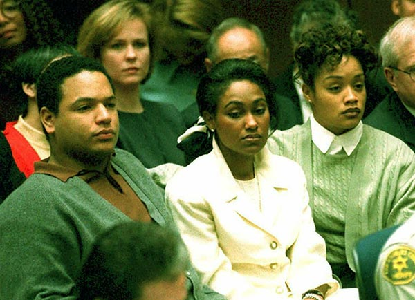Image of Marguerite and O.J. Simpson 's kids, Jason and Arnelle in the court