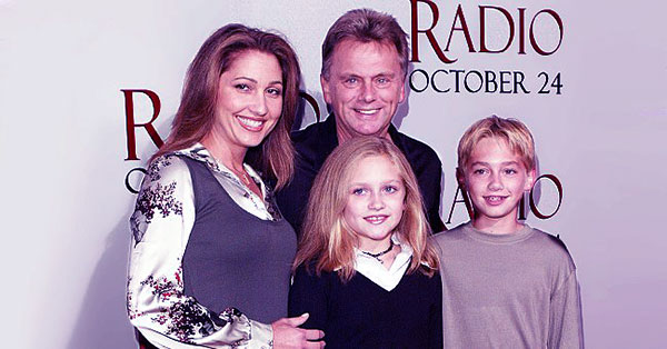 Image of Lesly Brown with her husband Pat Sajak along with their kids Patrick Michael James Sajak and Maggie Marie Sajak
