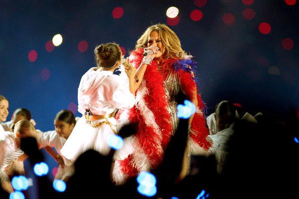 Image of Emme Maribel Muniz performing alongside her mother at Super Bowl halftime show 2020